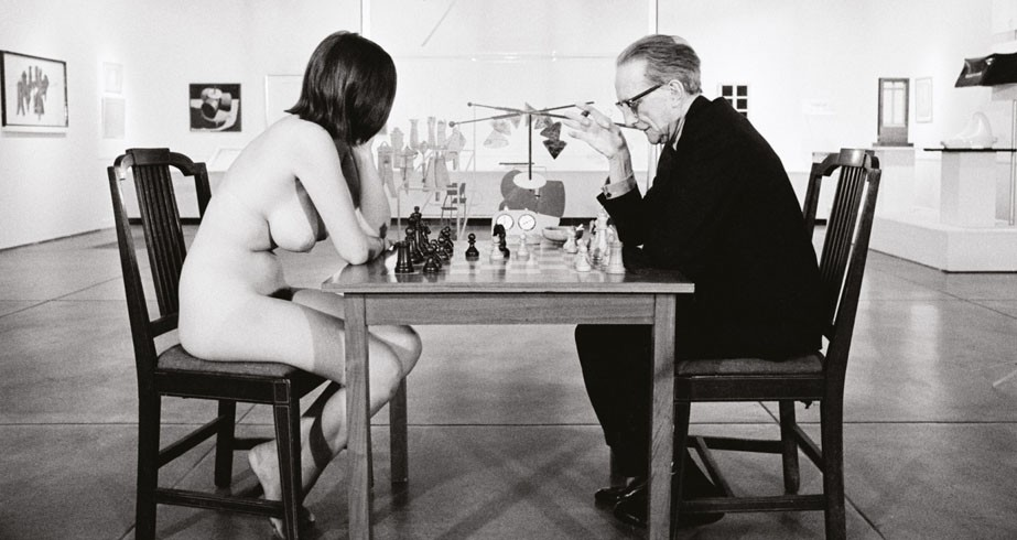 Julian Wasser 1963 Duchamp Playing Chess with a Nude Eve Babitz. Duchamp Retrospective Pasadena Art Museum 1963. Later gelatin silver print 27.9 35