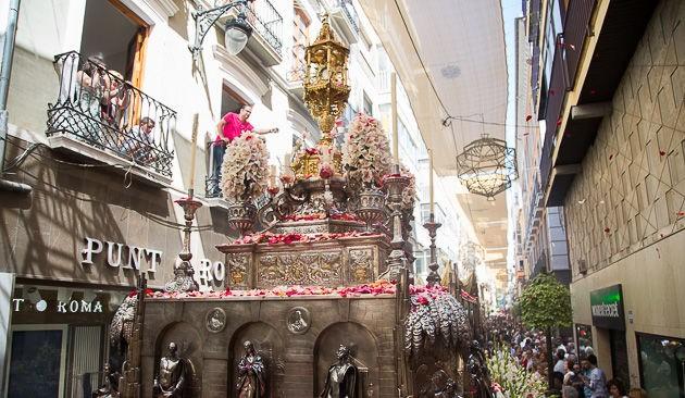 La_procesión_de_Corpus_en_Granada_2019.jpg
