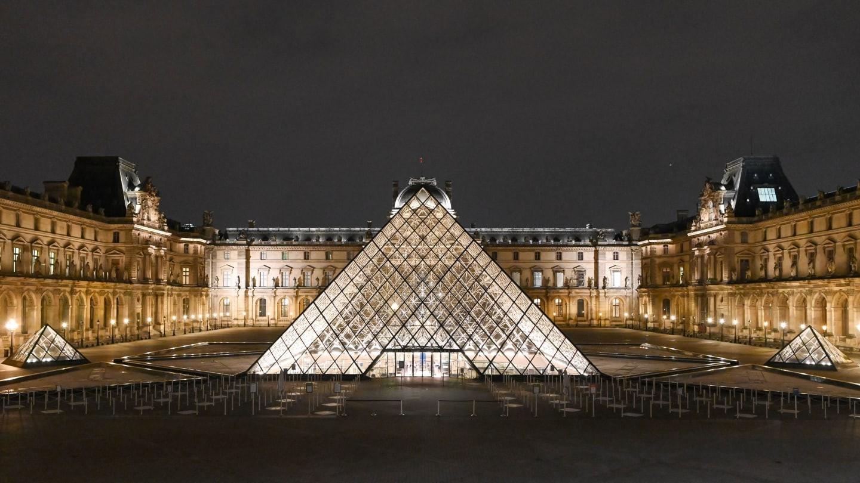 Museo louvre france november 2020