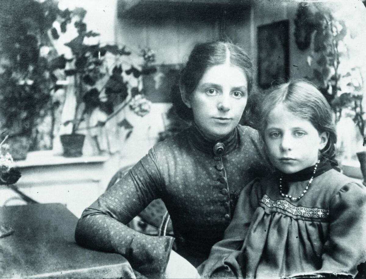 Paula Modersohn Becker mit Elsbeth im Worpsweder Garten um 1903 web2