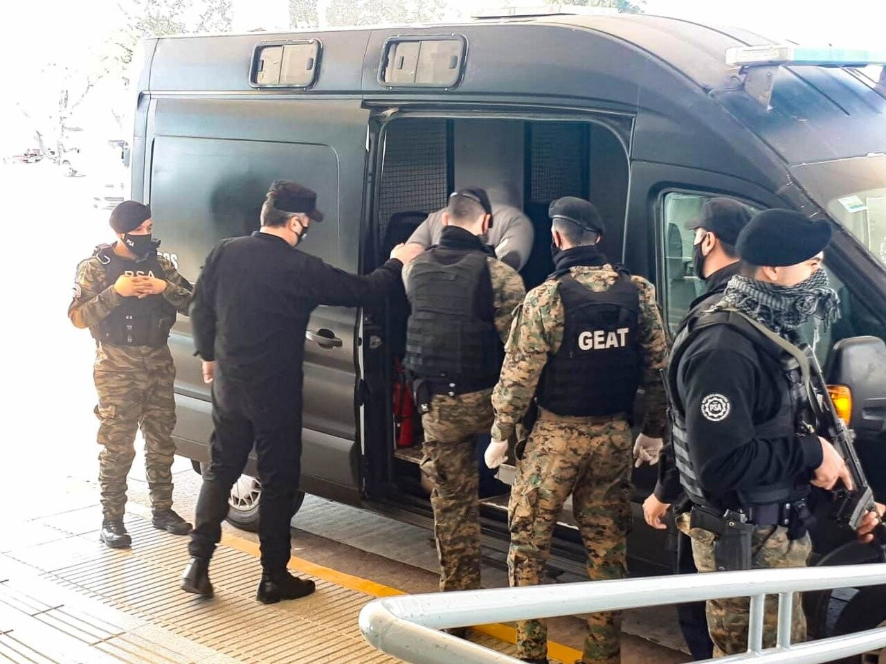Policías_detenidos_en_Santa_Fe.3.jpg