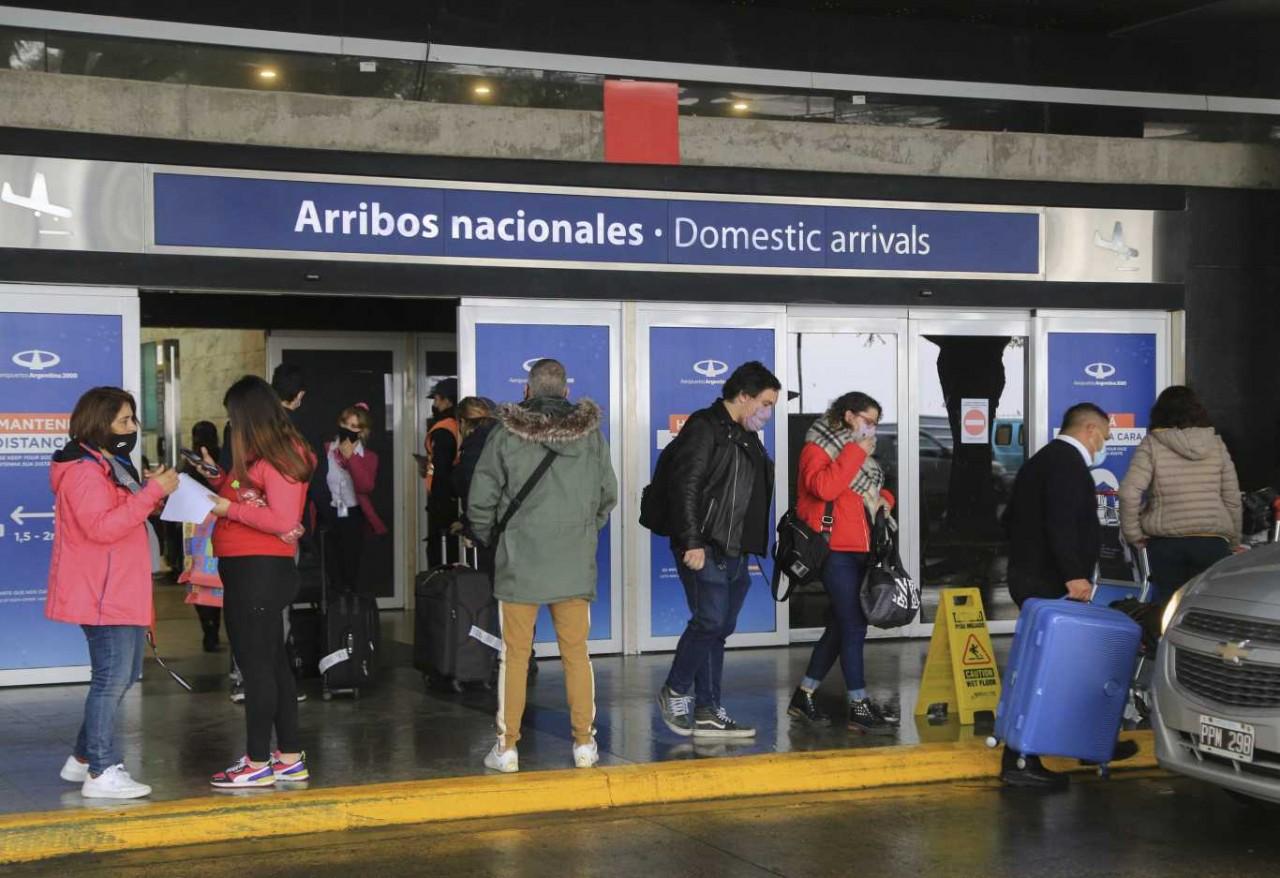 El Gobierno mantiene la cuarentena para los argentinos que viajaron al exterior por trabajo
