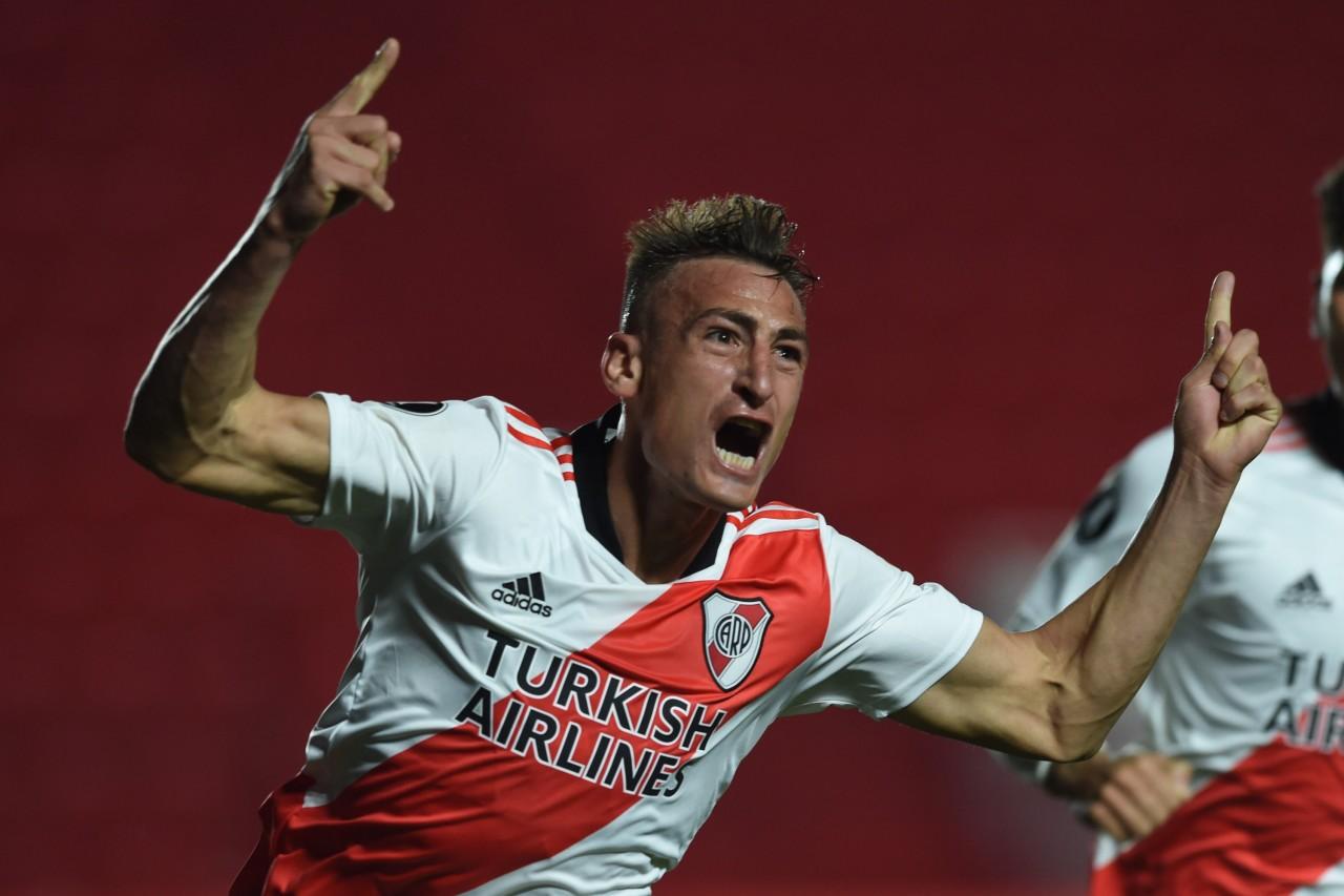 Romero festeja su primer tanto con la camiseta de River.