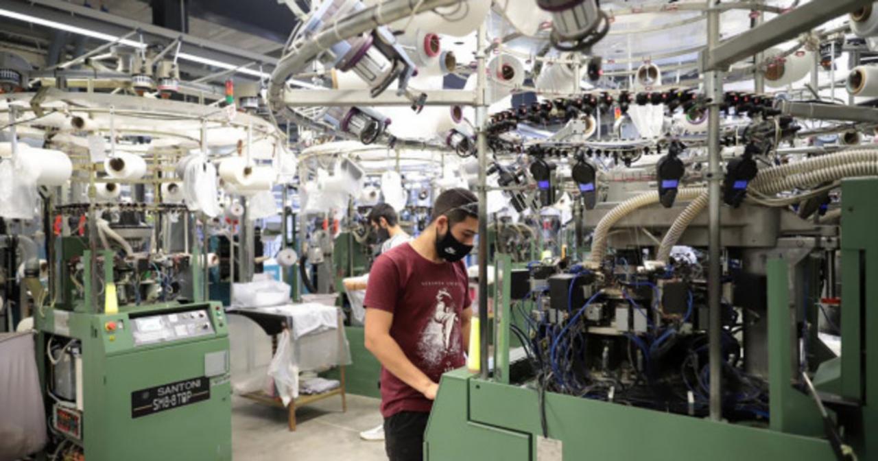Se desacelera el empleo en la industria, según la UIA - Noticias Argentinas  | Agencia de noticias