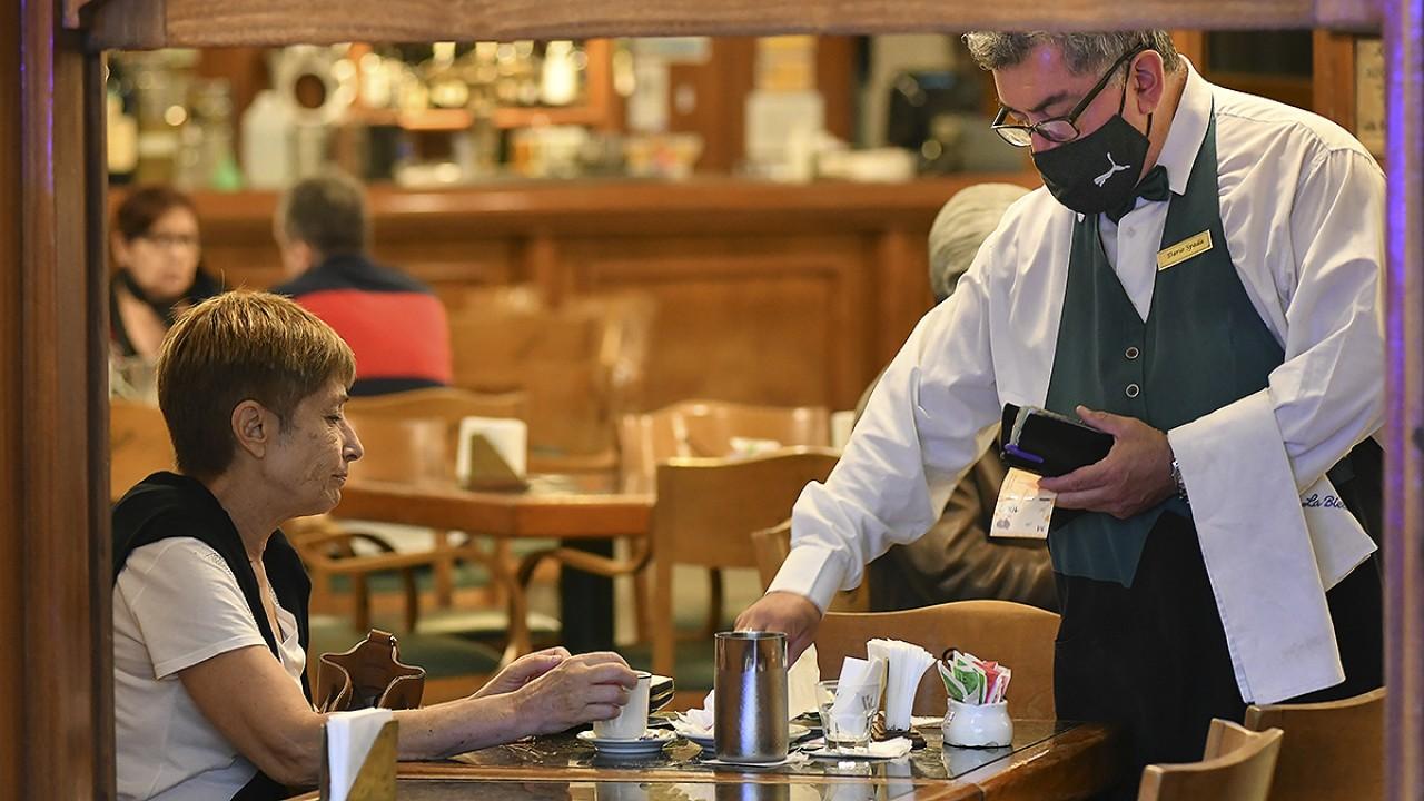 Restaurantes y hoteles perdieron 90 mil puestos de trabajo en los últimos  dos años - Noticias Argentinas