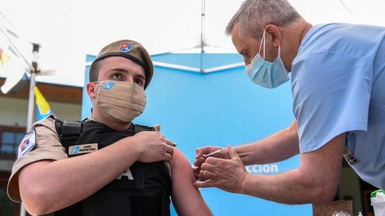 El Gobierno comenzó a vacunar a personal de las fuerzas federales de Seguridad