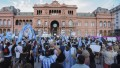 Masiva protesta contra el Gobierno en Plaza de Mayo y distintos puntos del país, con la oposición presente