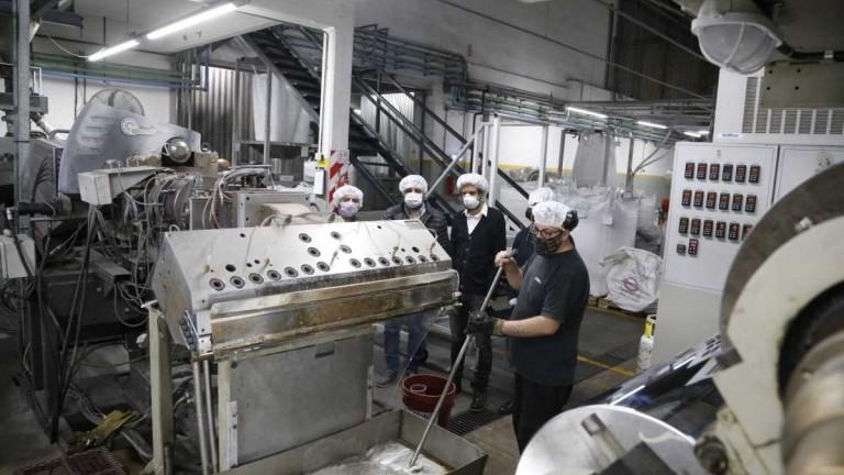 La UIA pidió vacunar a trabajadores de las fábricas para garantizar la producción