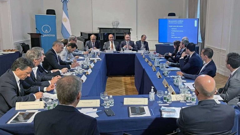 En Nueva York, Manzur y Guzmán dijeron a inversores que la Argentina tiene voluntad de honrar la deuda