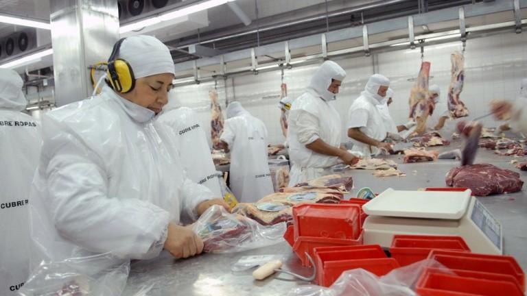 La exportación de carne vacuna cayó 45% en junio y los precios igual aumentaron, según la SRA