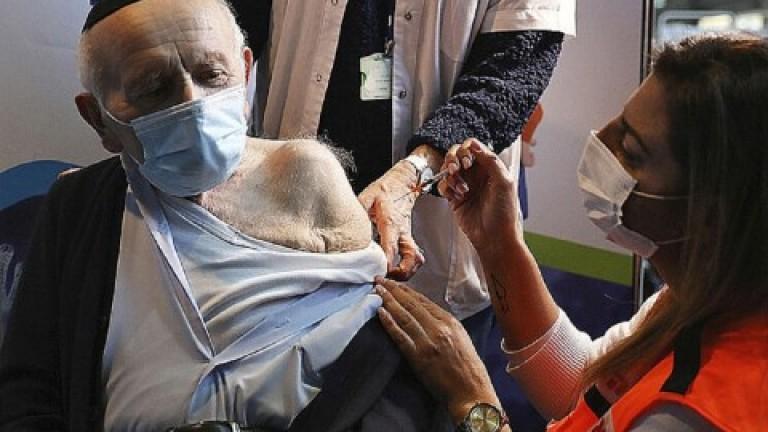 Israel es el primer país en vacunar a los mayores de 60 años con una tercera dosis