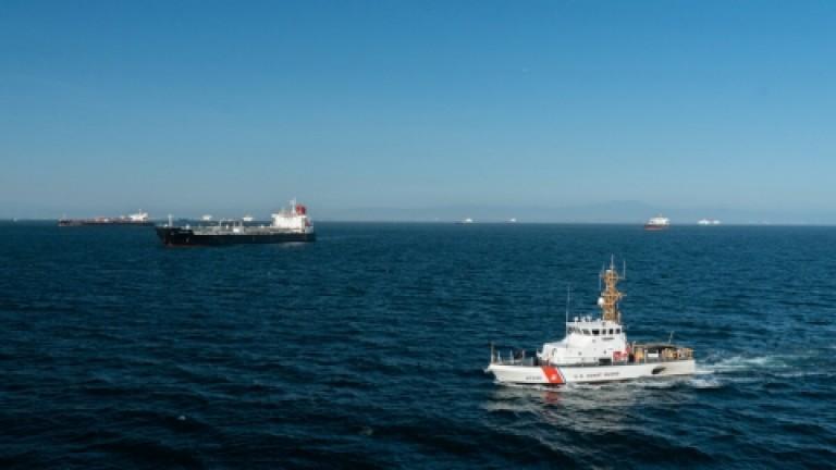 Un barco patrullero de EEUU efectuó 30 disparos de advertencia ante las maniobras de buques militares iraníes