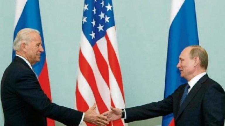 Biden y Putin hablaron por teléfono y acordaron reunirse en un tercer país