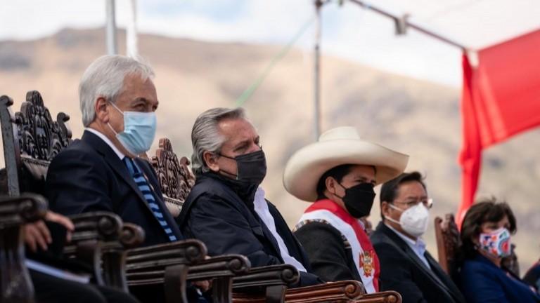 Fernández cerró la gira por Perú en el acto de juramentación de Castillo junto a Piñera y Arce