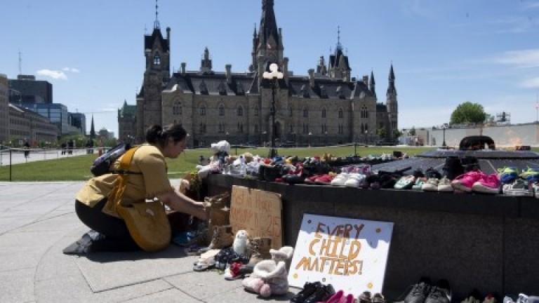 Nuevo hallazgo de tumbas anónimas de niños indígenas ratifica prácticas racistas y coloniales en Canadá