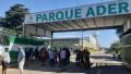 Camioneros mantiene un violento bloqueo en la puerta del complejo logísticoParque Ader