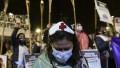 Enfermeros marcharon con antorchas por el centro porteño
