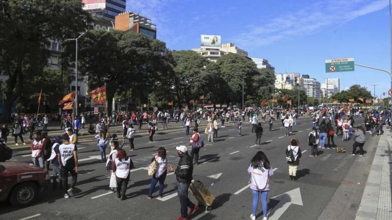 Día de protestas: el Polo Obrero cortó la 9 de Julio para reclamar por el IFE y hubo manifestaciones por Colombia