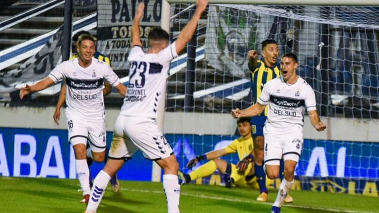 Primera victoria para Gimnasia en la Liga Profesional: venció 1 a 0 a Rosario Central en La Plata