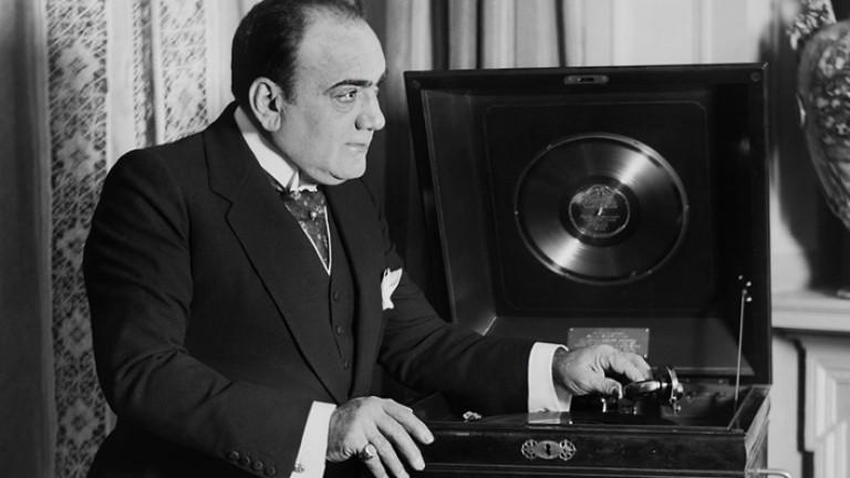 En Nápoles lo silbaron, en Buenos Aires lo amaban: la agitada vida del tenor de todos los tiempos, Enrico Caruso